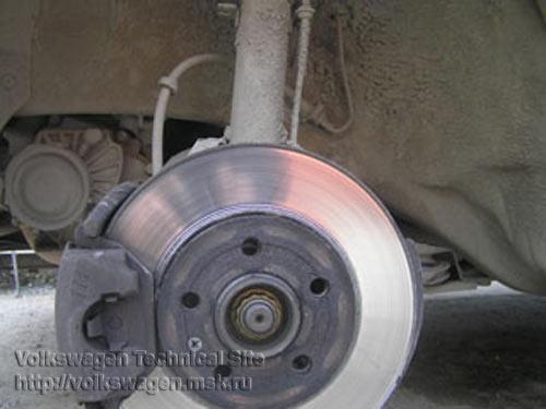 Замена тормозных колодок и дисков на volkswagen