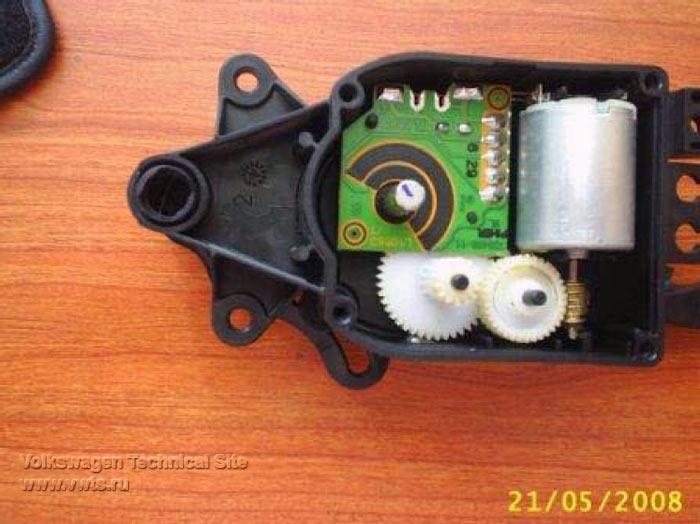 Климатроник ремонт шестеренки электропривода управления рециркуляцией воздуха в салоне