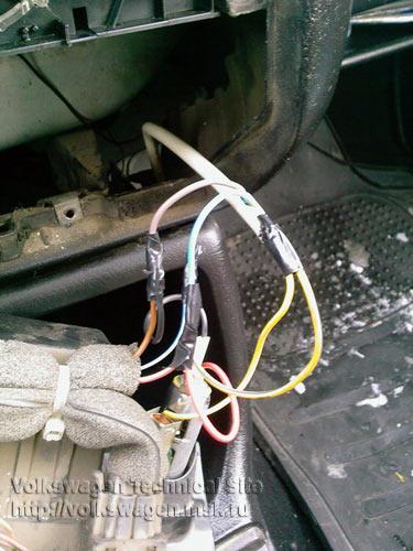 """Другой конец провода скрутил с теми отводками на кнопке с использованием уже проводов самой  """"грелки """" по схемке."""