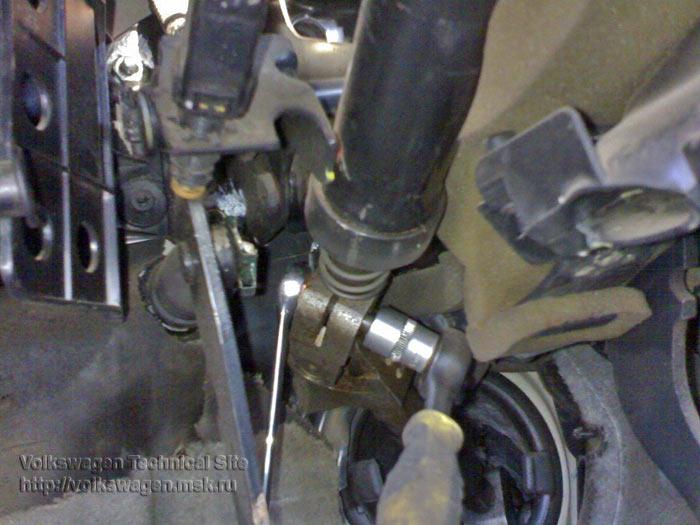 Замена пыльника рулевого карданчика в Фольксваген Пассат Б3-Б4