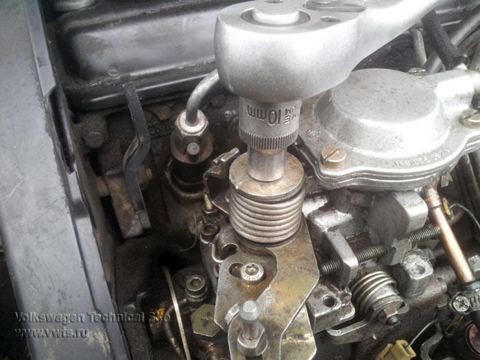 Снятие верхней крышки ТНВД на двигателе AAZ