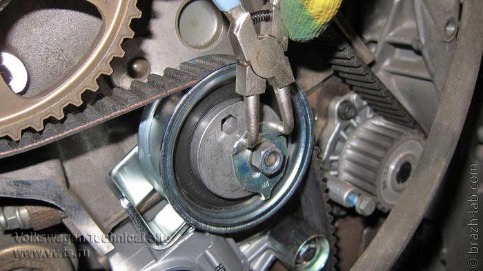 Замена ремня ГРМ на двигателе AWT 1.8T