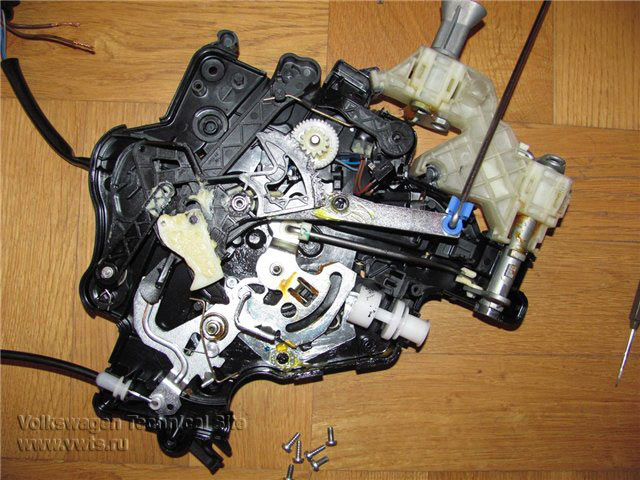 Замена замка задней сдвижной двери Volkswagen Caddy