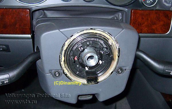 руль клинет при повороте фольксваген шаран