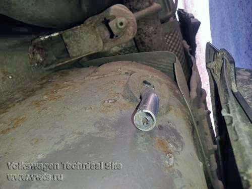 Замена троса ручника в Фольксваген Гольф 5