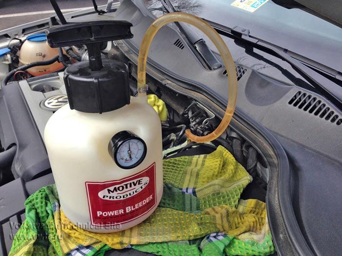 Замена тормозной жидкости на Фольксваген Пассат Б6