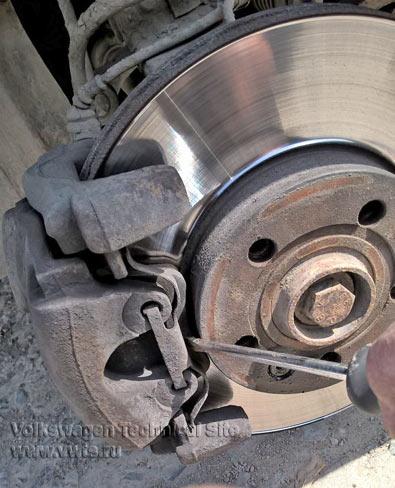 Замена передних тормозных дисков на Фольксваген Шаран