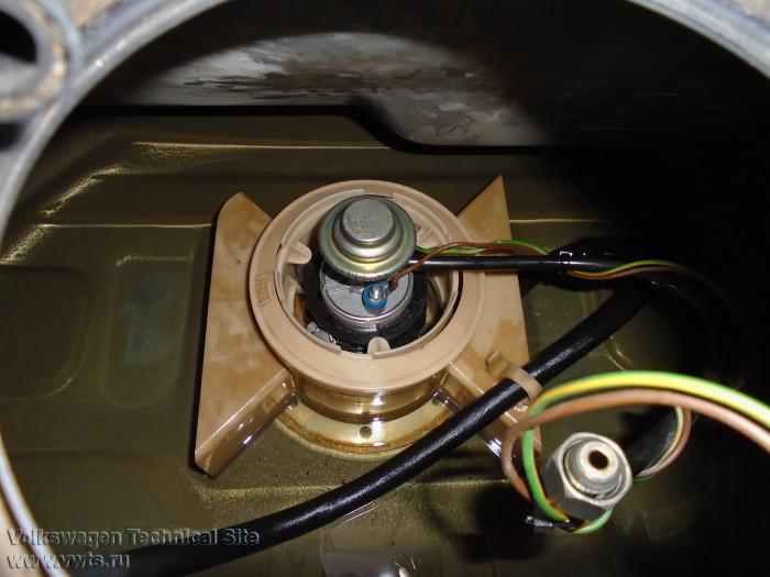 Замена бензонасоса Audi 100