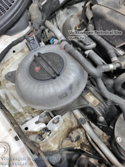 расширительный бачок двигатель 1,6 TDI Common Rail