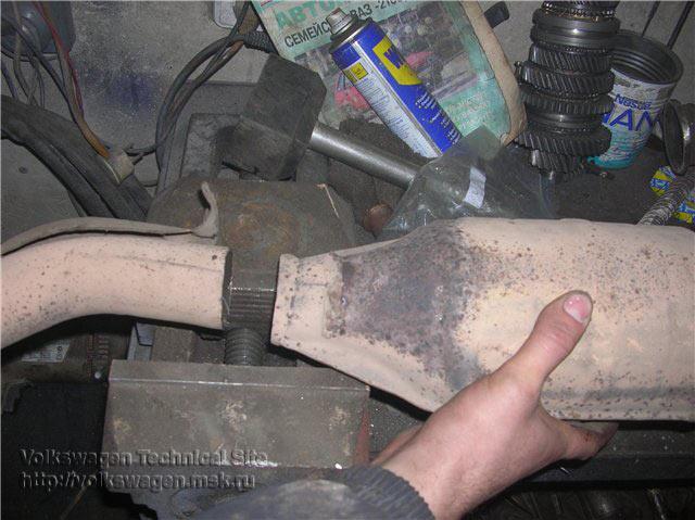 Замена гофры и установка катализатора на Фольксваген Пассат Б4