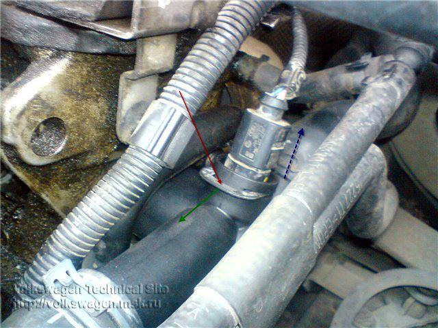Замена фланца системы охлаждения Фольксваген Гольф 4