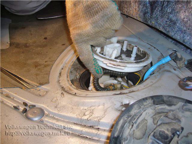 Чистка бензонасоса на VW Golf 5 / 6