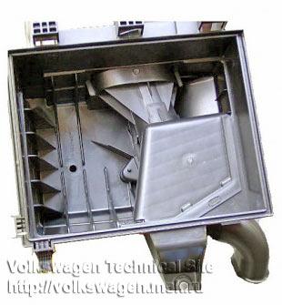 Корпус воздушного фильтра на Volkswagen Т4 2.5 TDI двигатель AXG
