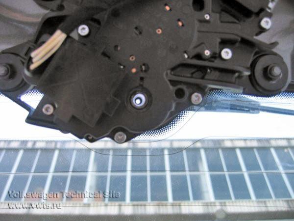 Перенос форсунки омывателя заднего стекла