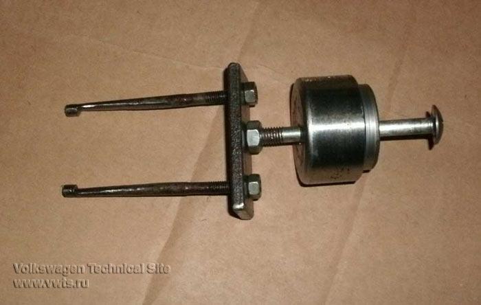 Приспособление для снятия насос-форсунок на дизельном двигателе