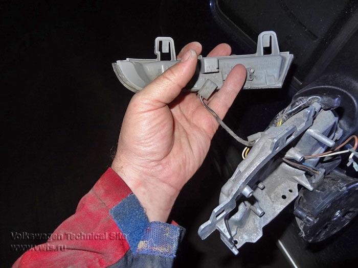 Ремонт бокового зеркала, замена фонаря указателя поворота
