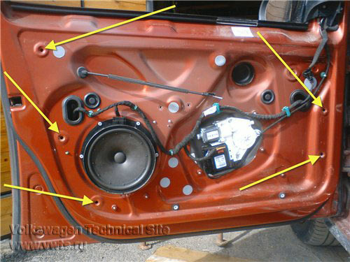 Снятие обшивки двери водителя Фольксваген Гольф 5