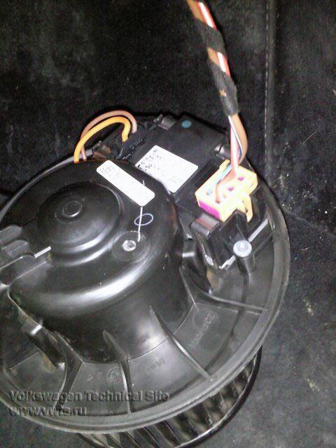 Чистка вентилятора печки Фольксваген Пассат Б6 (3C)