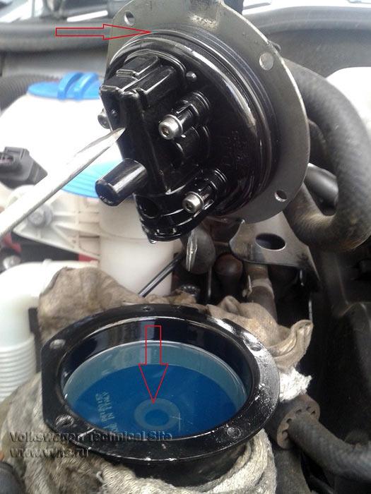 Замена топливного фильтра VW Passat B6 и др.