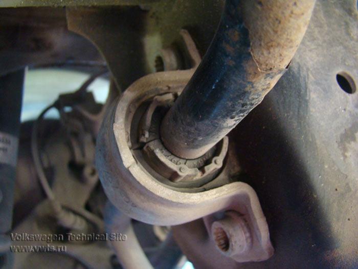 Замена задних втулок стабилизатора Фольксваген Гольф 5